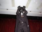 Darth Vader fazendo gestos da música de Chaves (O cão arrependido)